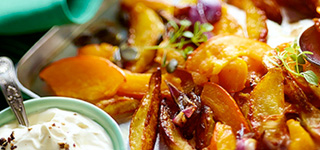Ofenkürbis mit Kartoffeln und Schmand-Dip